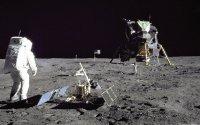 Кто первый ступил на поверхность луны